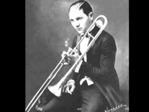 Frankie Trumbauer and his Orchestrar with Jack Teagarden-I'm an Old Cowhand.mov