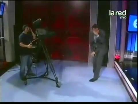 Mujer chilena manosea el pene de un camarógrafo EN VIVO!