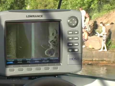 Lowrance StructureScan™ 2011