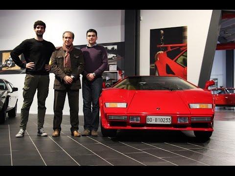 Countach Replica v6 Turbo (3� parte) - Inserito da Davide Cironi il 28 febbraio 2015 durata 15 minuti e 10 secondi - Nella terza puntata vediamo la separazione della scocca in vetroresina dal telaio che si sottopone a sabbiatura e trattamento, spieghiamo come accoppiare cambio Audi a motore Alfa Romeo e sopratutto andiamo a visitare una vera Countach 5000 QV a casa sua, nel museo privato della famiglia Lamborghini.