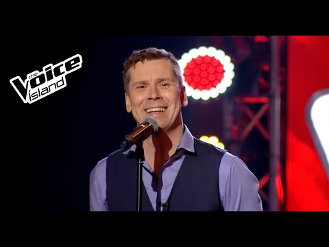 Ellert Heiðar - I Want To Break Free | The Voice Iceland 2015 | The Blind Auditions