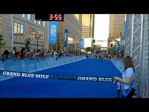 Grand Blue Mile 2012 by Drake Athletic Communications staff