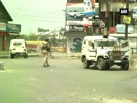 Curfew paralyses life in restive Kashmir Valley for 15th consecutive day - ANI News