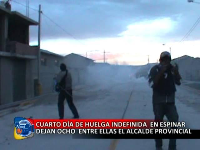 cuarto día de huelga en Espinar deja ocho heridos entre ellas el alcalde provincial.