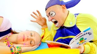 Fun kids videos with clowns & toys.