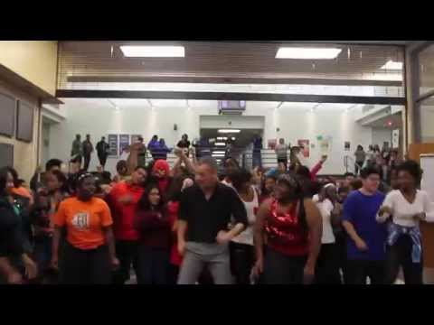 School Uptown Funk flashmob