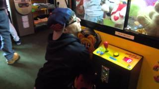 Grabbing a Prize in the Claw Machine - Literally​​​ | Matt3756​​​