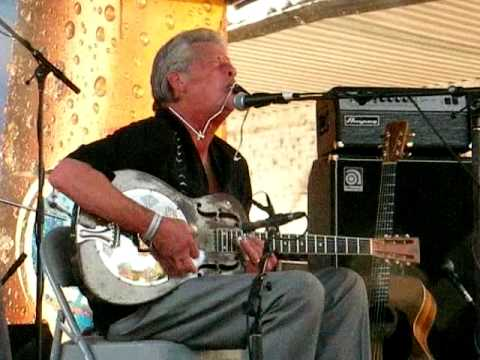John Hammond performs Howling Wolf's Rocket Oldsmobile