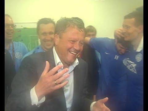 Щасливі футболісти Дніпра святкують вихід у фінал Ліги Європи