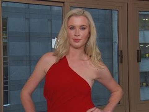Ireland Baldwin's Secrets to a Great Selfie