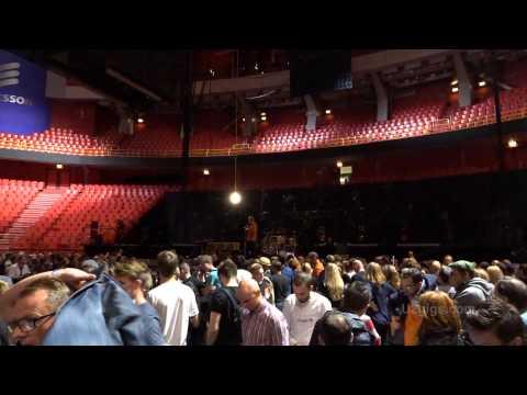 Un hombre armado hizo suspender un show de U2 y evacuaron el estadio