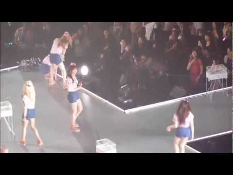 SNSD - How Jessica, Taeyeon & Sunny throwing Ball..xDD Funny!!!