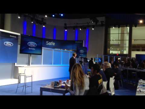 Ford CEO Alan Mulally speaks with the bloggers at #FordNAIAS