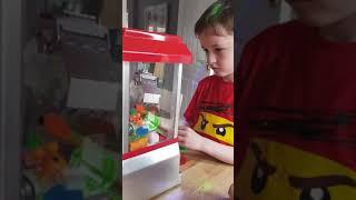 Arcade grabber machine global gizmos Smith kid FUN