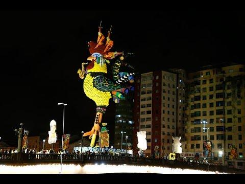 Galo Maestro da Ponte se levanta para brincar o Carnaval