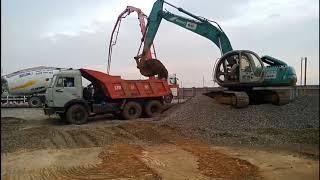 Xe tải chở đá base làm việc tại công trường - Thanh Koka