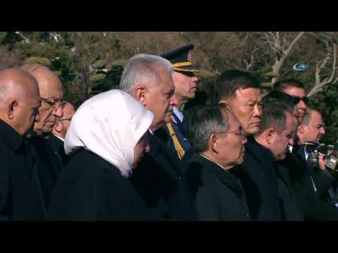 Başbakan Yıldırım Güney Kore'de Türk Şehitliği'ni Ziyaret Etti