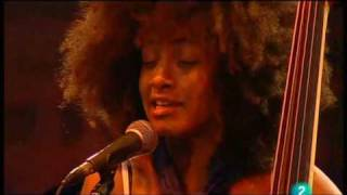 "Esperanza Spalding - ""Wild Is The Wind"" (Live in San Sebastian july 23, 2009 - 5/9)"