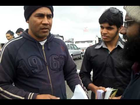Today in the 7th of october 2012 a man from Samoa accepts ISLAM  at sunday market in New zealand.