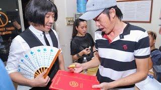 [8VBIZ] - Bắt gặp Trấn Thành đưa thiệp cưới cho Hoài Linh, nghi án mời Hoài Linh làm chủ hôn