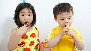 보람이와 친구들의 물감 장난감 색칠놀이 Boram Learn Colors for kids with Feet Painting