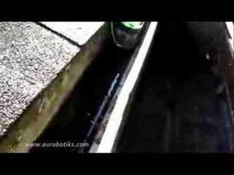iRobot Looj - The gutter cleaning robot. demo - in the real
