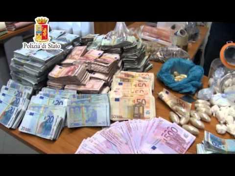 Palermo, in una casa disabitata 12 kg di droga e 538 mila euro