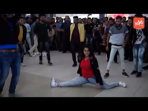 Madhavi Latha Flash Mob For Megastar Song At Galleria Mall Panjagutta | Chiranjeevi Songs | YOYO TV
