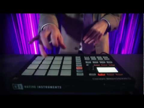 Jeremy Ellis performs on Maschine Mikro