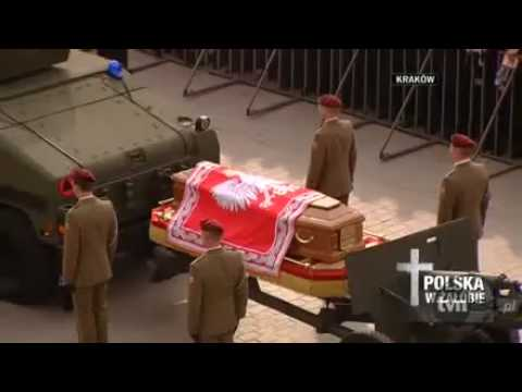 the crowd farewells the late Polish President Lech Kaczynski and the First Lady Maria