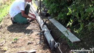 Play youtube video bordure de jardin en b ton forme for Bordure de jardin special tondeuse