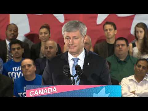RAW: Stephen Harper supporters heckle journalists