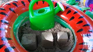 Find toys in the sand - Play with Shovel Toys in Sand - Sand Molds - Toys for Kids