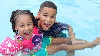 Johny Johny Yes Papa in the Swimming Pool | FamousTubeKIDS