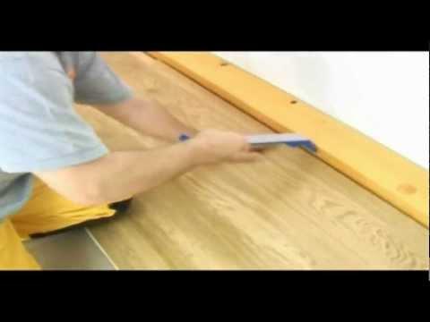 Poradnik: montaż desek warstwowych na klej układa fachowiec BOEN