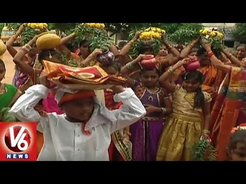 Nizamabad Chaitanya Public School Management Grandly Celebrate Bonalu Festival | V6 News