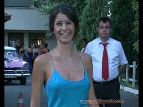 Beren Saat Fabulous Beautiful Sexy Short Dress Chest Visible Stand Niples video