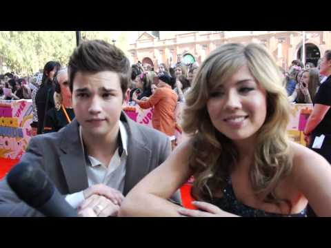 Stars of iCarly Nathan Kress & Jennette McCurdy at the 2011 Nick KCA