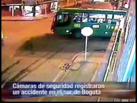 Accidente Alimentador Transmilenio julio 30. 2010
