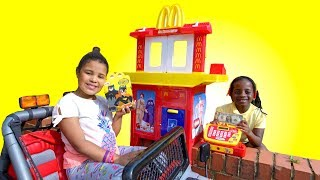 MCDONALDS DRIVE THRU Pretend Play | Funny Video For Children