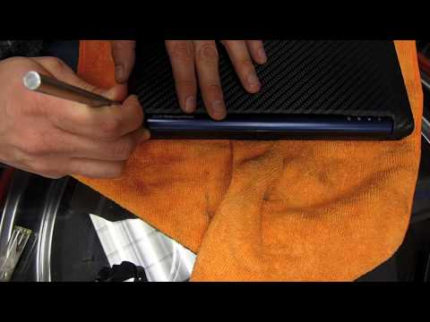 Wrapping a netbook with 3M carbon fiber-look vinyl