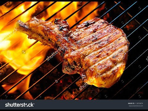 как пожарить стейк из свинины на мангале фото