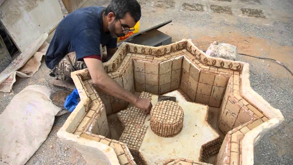 Moresque fontaine avec zellige marocain youtube for Table de jardin en carrelage