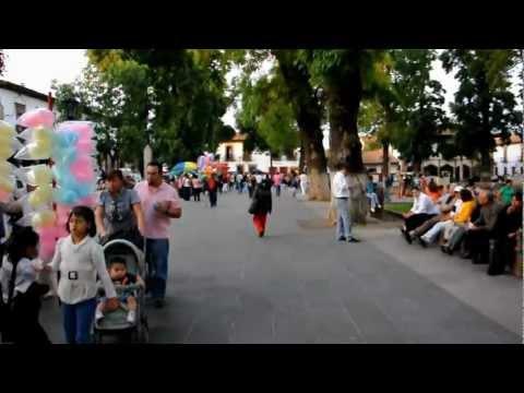 Pátzcuaro, domingo en la Plaza Grande