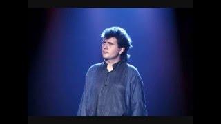 Un enfant assis attend la pluie - Ultime chanson de Daniel Balavoine (1985) (HQ)