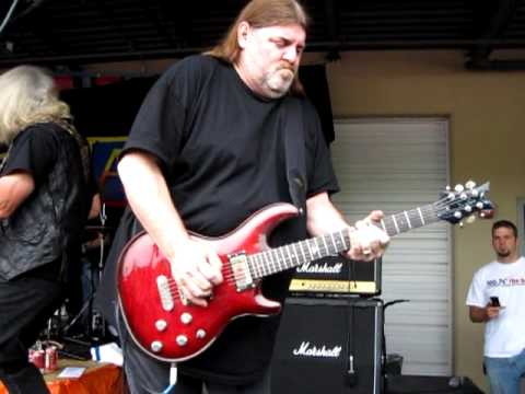 Dave Hlubek solo - Bounty Hunter - Molly Hatchet