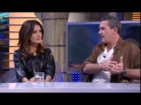 Antonio Banderas Y Salma Hayek  Se Traen Al Gato Con Botas video
