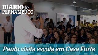 Paulo C�mara participa de debate com estudantes em Casa Forte