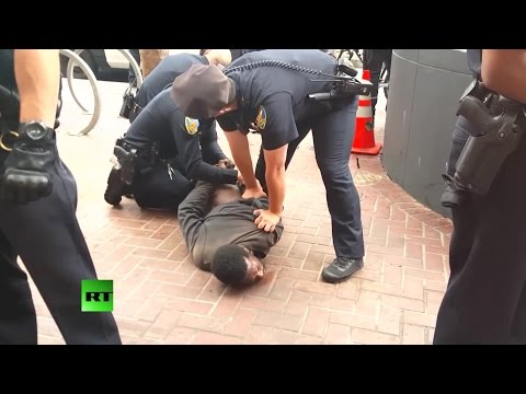 RAW: 14 San Francisco police officers arrest homeless man with prosthetic leg
