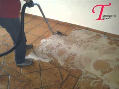 Antes y despues de tratar un suelo rustico barro piedra for Como limpiar pisos de marmol